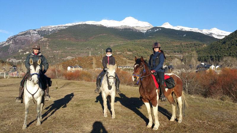 excursion invierno caballos jaca