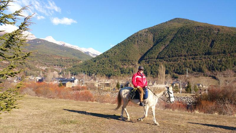 excursion a caballo pirineo ecuestre