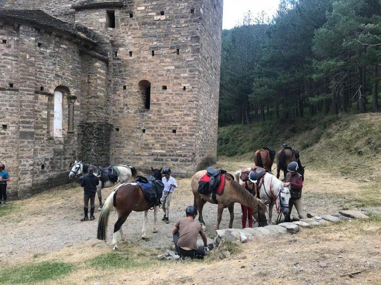 paseos a caballo en el pirineo aragones jaca